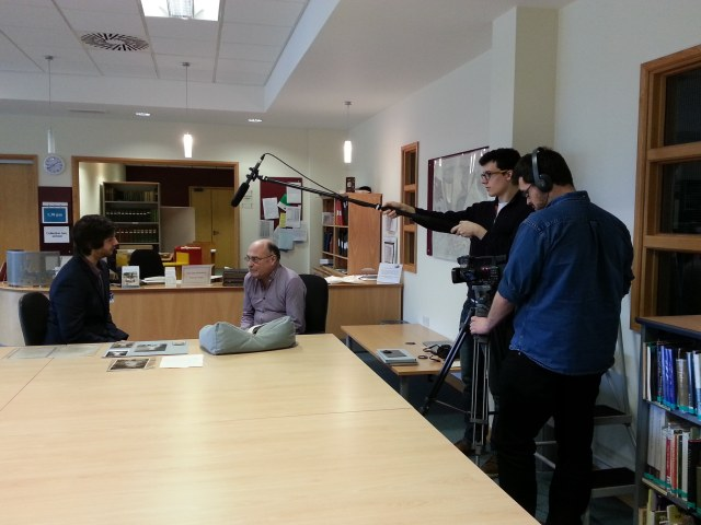 An image showing students interviewing historian Frank Meeres.